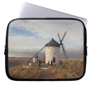 Antike La Mancha Windmühlen, mit Besuchern Laptop Sleeve