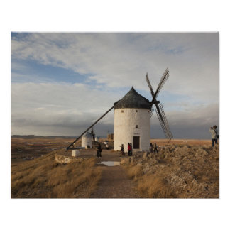Antike La Mancha Windmühlen, mit Besuchern Poster