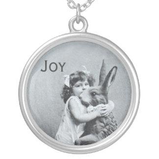 Antike Osterhasen-Mädchen-Postkarten-Freude Halskette Mit Rundem Anhänger