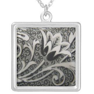 Antike Tulpeschwarzweiss-halskette Halskette Mit Quadratischem Anhänger