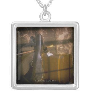 Antiker Gepäck- und Violinenkasten Halskette