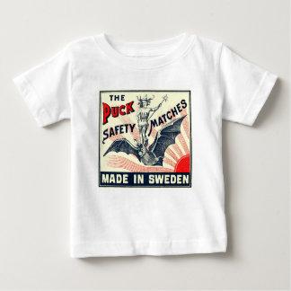 Antiker Kobold-Reitschläger-schwedischer Baby T-shirt