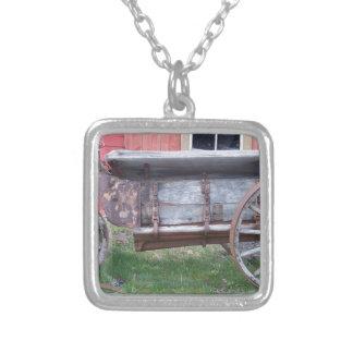 Antiker Lastwagen Halskette Mit Quadratischem Anhänger