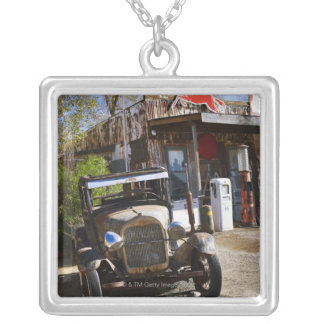 Antiker LKW am Gemischtwarenladen auf den Halskette Mit Quadratischem Anhänger