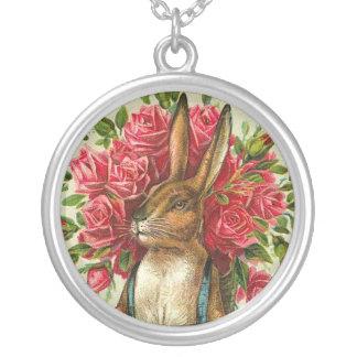 Antiker Osterhase u. Rosen-Postkarte Halskette Mit Rundem Anhänger