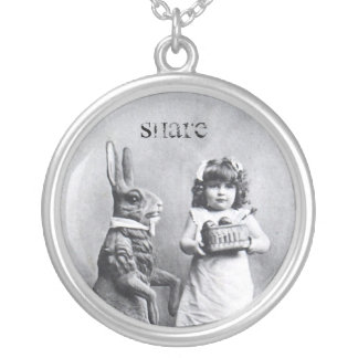 Antiker Osterhasen-Mädchen-Postkarten-Anteil Halskette Mit Rundem Anhänger