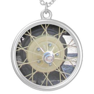 Antikes Auto-Draht-Rad-Halskette Halskette Mit Rundem Anhänger