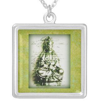 Antikes grünes Kwan Yin Halskette Mit Quadratischem Anhänger