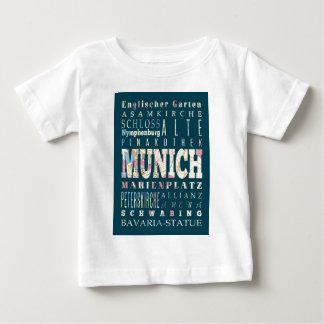 Anziehungskräfte und berühmte Orte von München, Baby T-shirt