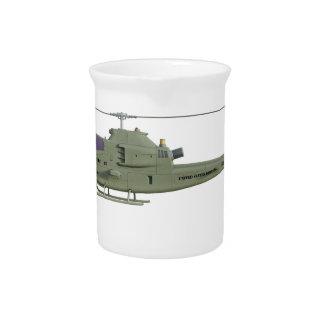Apache-Hubschrauber im Seitenansichtprofil Getränke Pitcher
