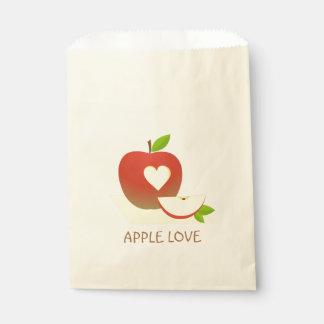 Apple und eine Hälfte Geschenktütchen