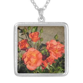 Aprikosen-Kathedralen-Rosen-Halskette