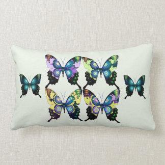 Aqua, Rosa und Gelb - elegante Schmetterlinge Lendenkissen