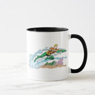Aquaman springt über Koralle Tasse