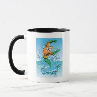 Aquaman springt vom Meer heraus Tasse