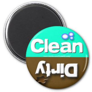 Aquamarine Spülmaschinen-Magneten säubern schmutzi