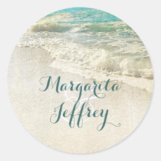 Aquamarines Meer bewegt Strand-Hochzeit Runder Aufkleber