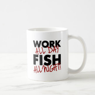 Arbeit den ganzen Tag, Fische die ganze Nacht! Kaffeetasse