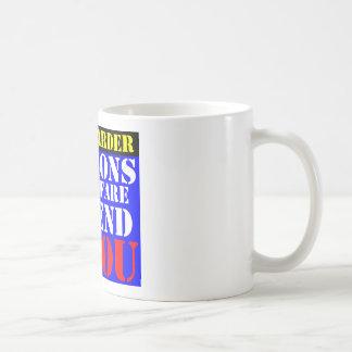 Arbeiten schwerer kaffeetasse