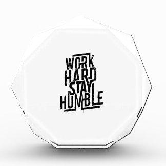 Arbeits-harter Aufenthalt bescheiden Auszeichnung