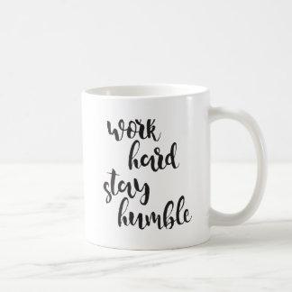 Arbeits-harter Aufenthalt bescheiden - Kaffeetasse