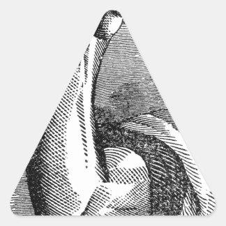 Arbeitshand, die Hammer hält Dreieckiger Aufkleber
