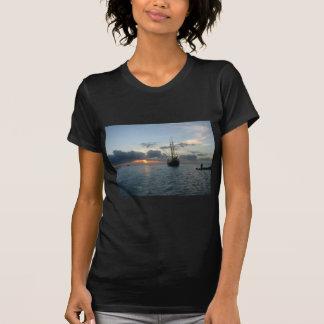 Aruba mit Boot u. Sonnenuntergang T-Shirt