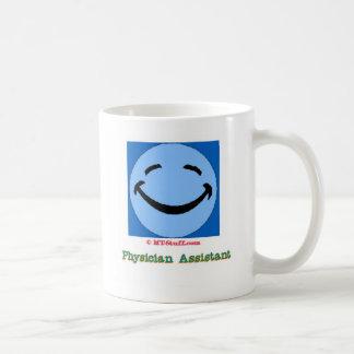 Arzt-behilfliches glückliches Gesicht Kaffeetasse