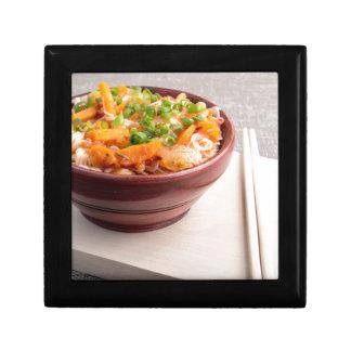 Asiatische Nahrung der Nahaufnahme der Reisnudeln Geschenkbox
