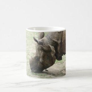 Asiatisches weiden lassendes Nashorn-Nashorn Kaffeetasse