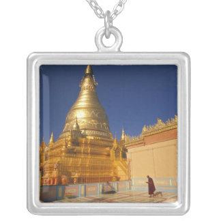 Asien, Birma (Myanmar) Mandalay, Sagaing Hügel: Versilberte Kette