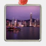Asien, China, Hong Kong, Stadt Skyline und Weihnachtsbaum Ornament