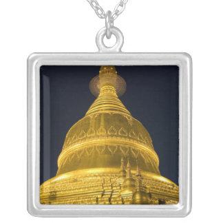 Asien, Mayanmar, Rangun, buddhistischer Tempel Versilberte Kette