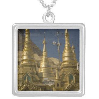 Asien, Myanmar, Rangun. Goldenes stupa von Versilberte Kette