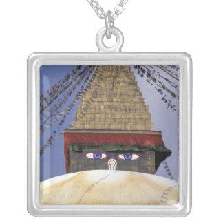 Asien, Nepal, Kathmandu. Bouddhanath Stupa. 2 Versilberte Kette