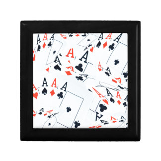 Asse in einem überlagerten Poker kardiert Muster, Schmuckschachtel