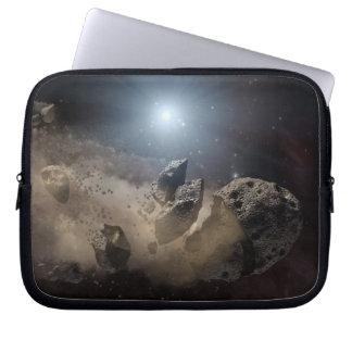 Asteroid beißt den Staub PIA11735 Laptop Sleeve