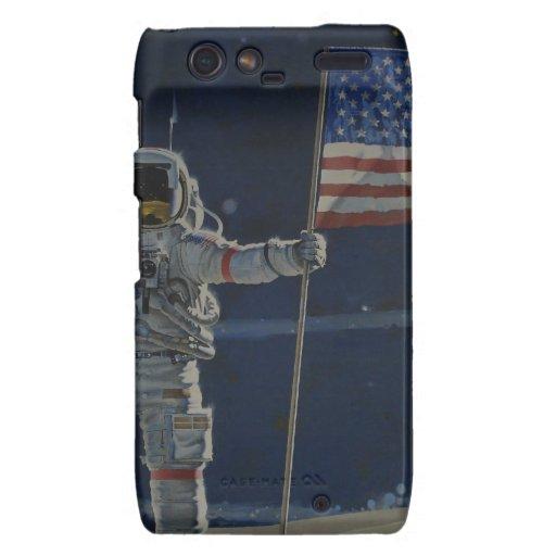 Astronaut auf dem Mond mit amerikanischer Flagge Droid RAZR Hüllen