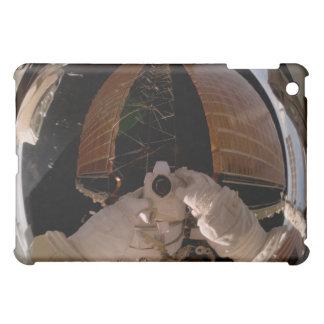 Astronaut benutzt eine digitale ruhige Kamera iPad Mini Cover