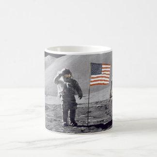 Astronaut David Scott begrüßt Flagge Kaffeetasse