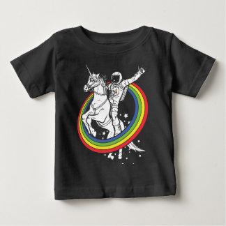 Astronaut, der das unirorn reitet baby t-shirt