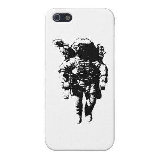 Astronaut im Raum iPhone 5 Schutzhüllen