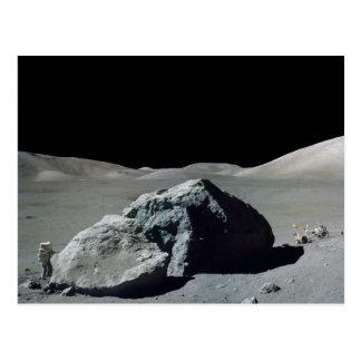 Astronaut und Fahrzeug Apollo 17 auf dem Mond Postkarten