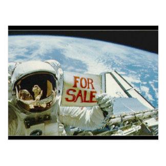 Astronaut verkauft Erde Postkarte