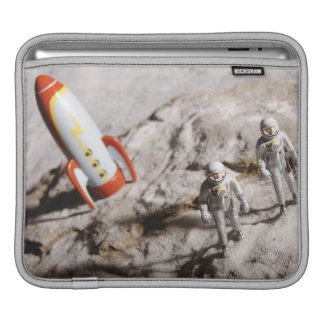 Astronauten-Figürchen iPad Sleeves