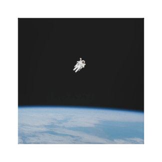 AstronautSpacewalking über Erde Leinwanddruck