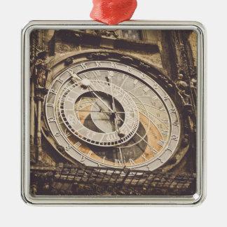 Astronomische Uhr in Tschechischer Republik Prags Quadratisches Silberfarbenes Ornament