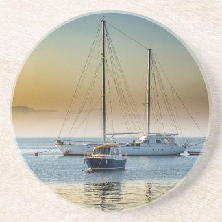 Atemberaubende Yacht und Boot am Jachthafen Untersetzer