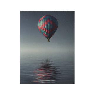 Atemberaubender Heiß-Luftballon über Wasser Holzposter