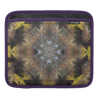 Atemberaubender HerbstRiverbankMandala iPad Sleeve